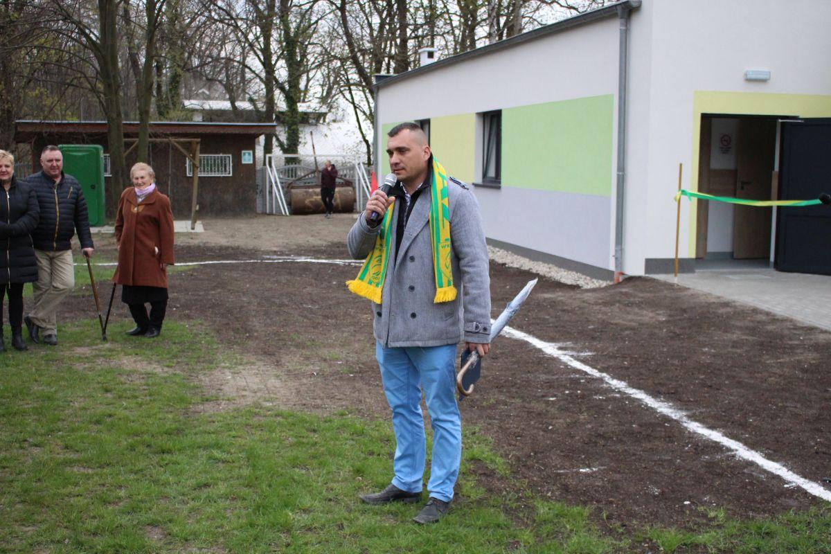 Ilustracja do informacji: Otwarcie szatni sportowej w Łazie