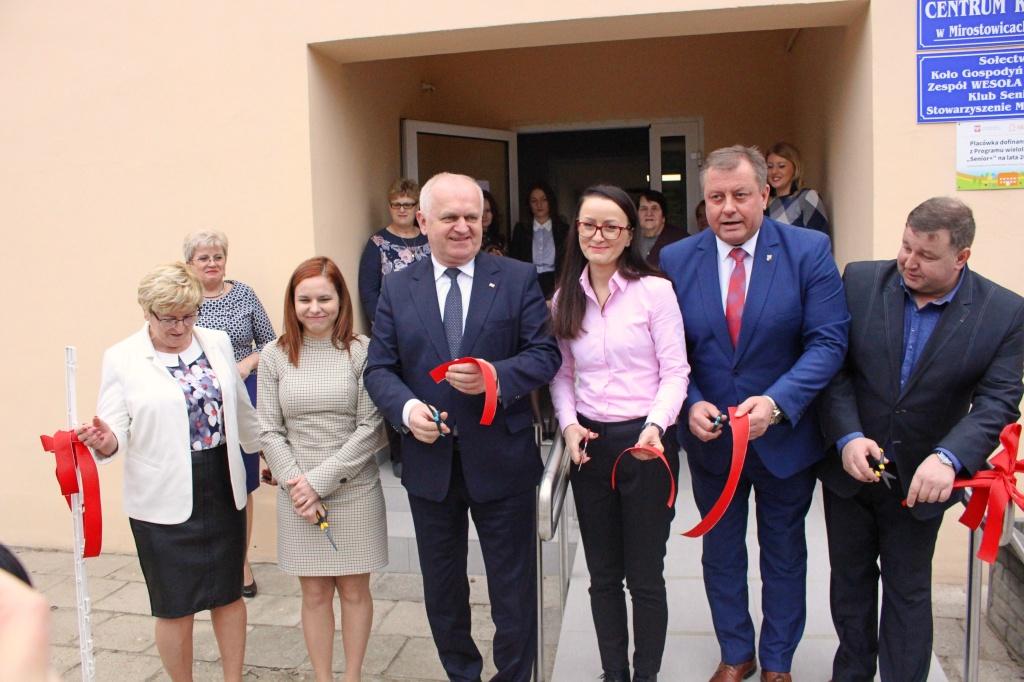 """Ilustracja do informacji: Uroczyste Otwarcie """"Klubu Senior+"""" w Mirostowicach Górnych"""