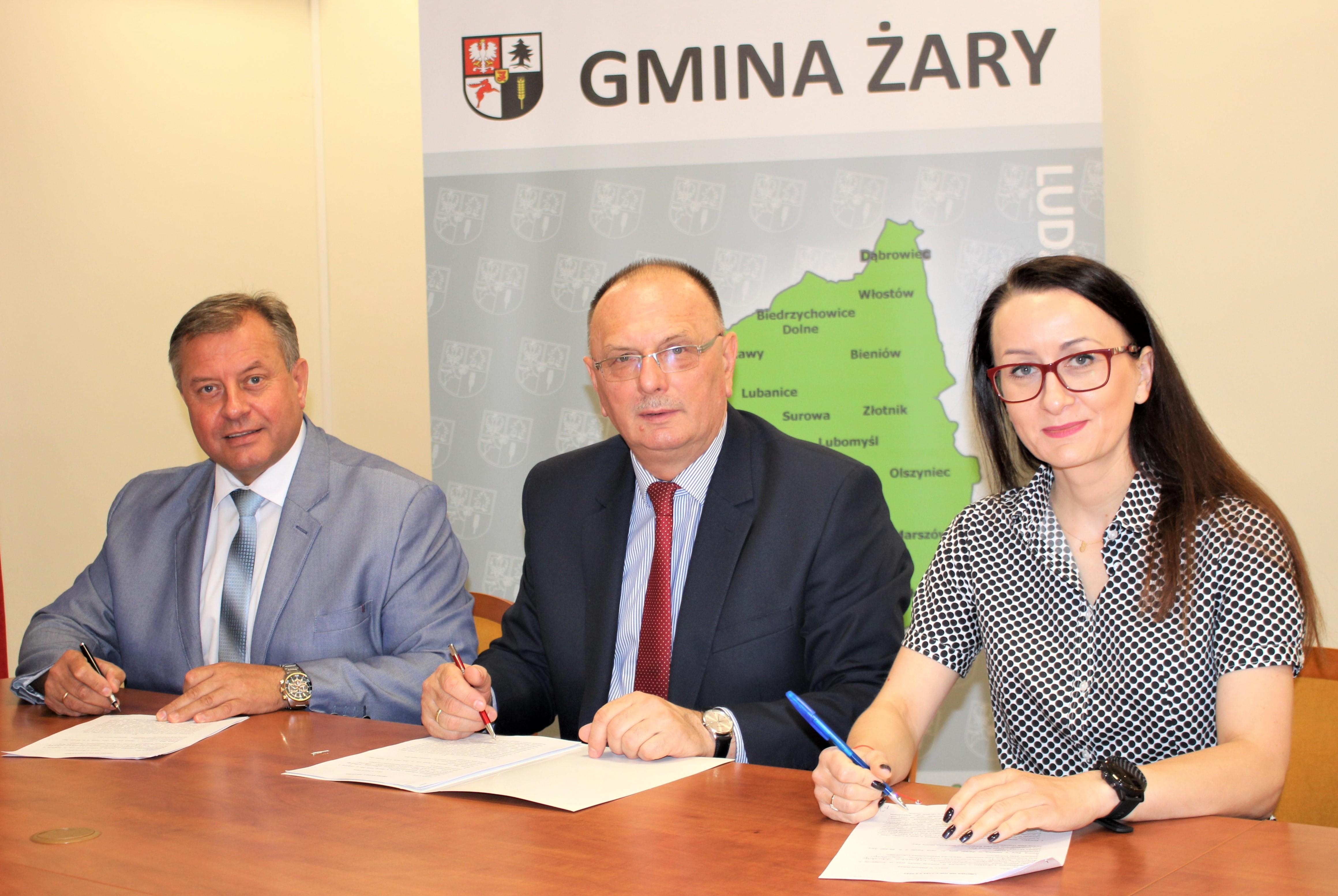 Ilustracja do informacji: Mamy to! Dofinansowanie na remonty dróg w Łukawach i Złotniku!